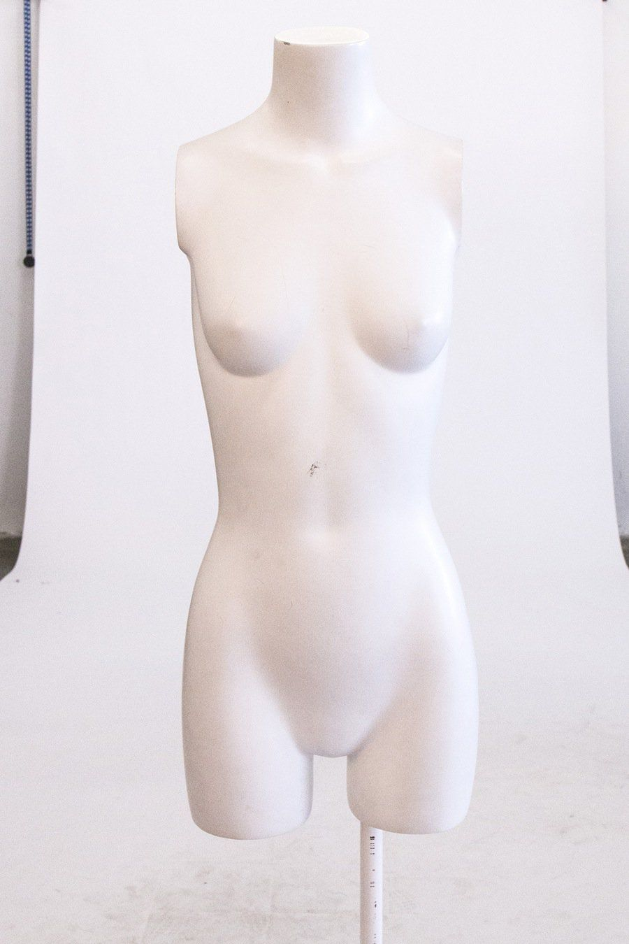 nude-mannequin-white-background