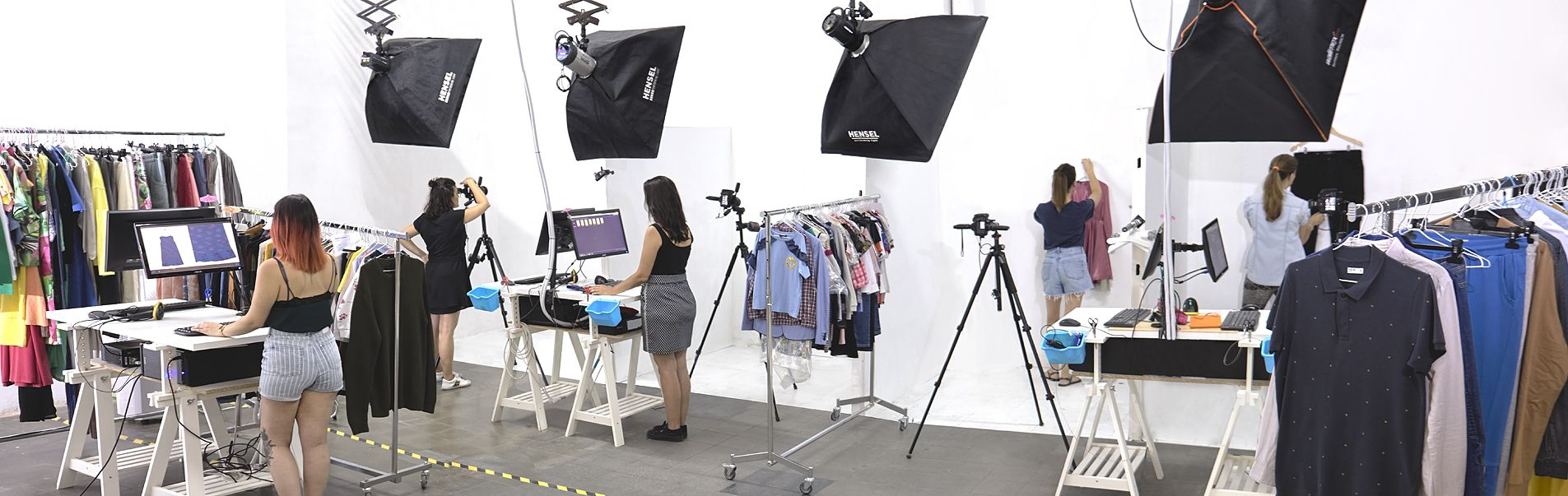 Studio with 1600 sq specialising in product photography for eshop